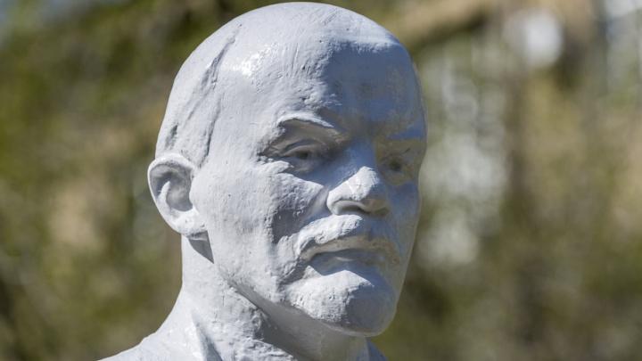 В Краснооктябрьский район Волгограда вернули целого Ленина