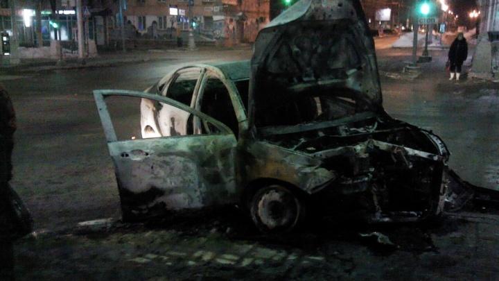«Нельзя тушить водой»: в МЧС Прикамья рассказали, что делать, если горит чужой автомобиль