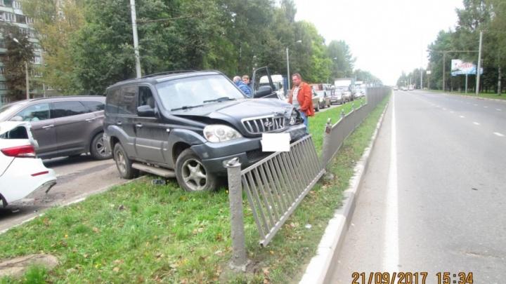 В Ярославле пьяный отец разбил три машины и покалечил своего ребенка