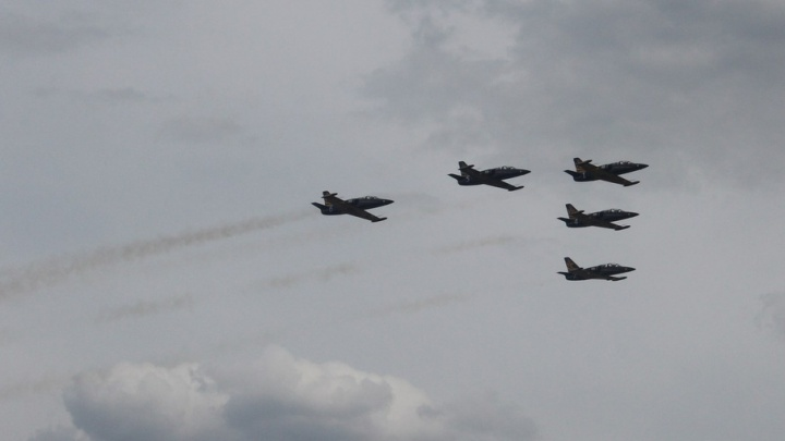 Высший пилотаж от группы «Русь» и бой на Як-52: под Самарой прошло праздничное авиашоу
