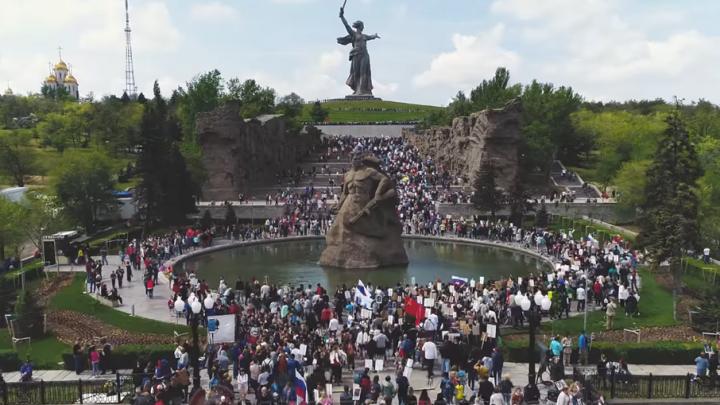 О шествии «Бессмертного полка» в Волгограде сняли впечатляющее видео