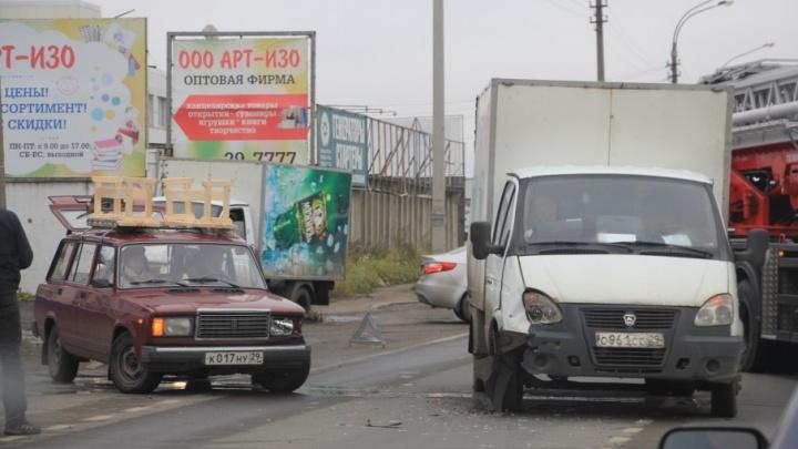 Из-за столкновения «четверки» и «Газели» на Окружном шоссе образовалась пробка