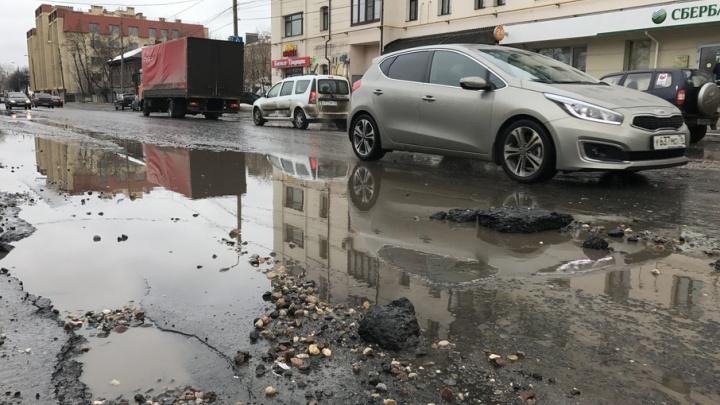 Главный дорожник признался мэру, что забыл отремонтировать яму в Ярославле