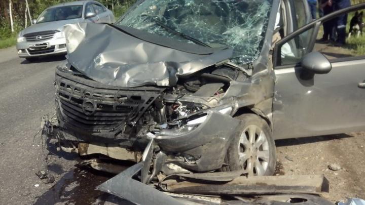 В Приморском районе при столкновении двух иномарок пострадали шесть человек