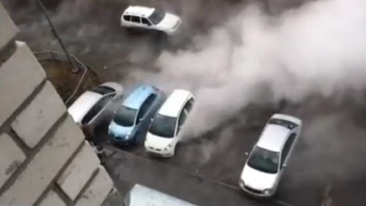 Спасение автомобиля, пьяный инспектор ДПС и дети, бегающие через Широтную: подборка дорожных видео недели