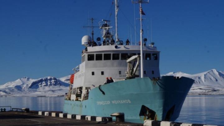 На пути к Русской Гавани «Плавучий университет» спас коллег с судна «Алдан»