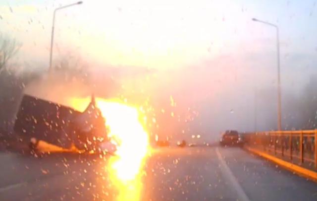 Смертельную аварию и взрыв «Газели» на Левобережной снял видеорегистратор