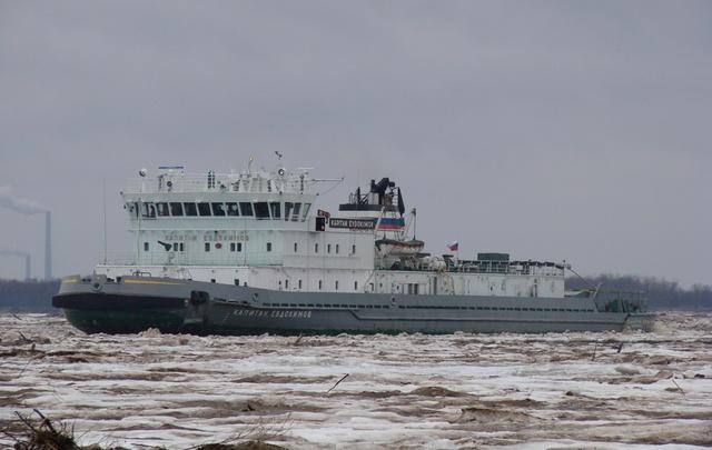 За три дня ледоколы расчистят всю дельту Северной Двины
