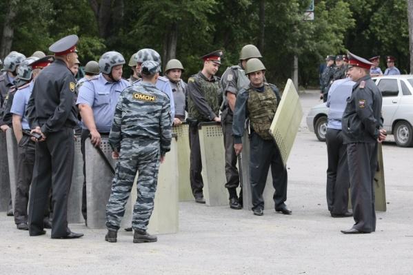 Личный состав полиции мобилизован по сообщению о расстреле коллег