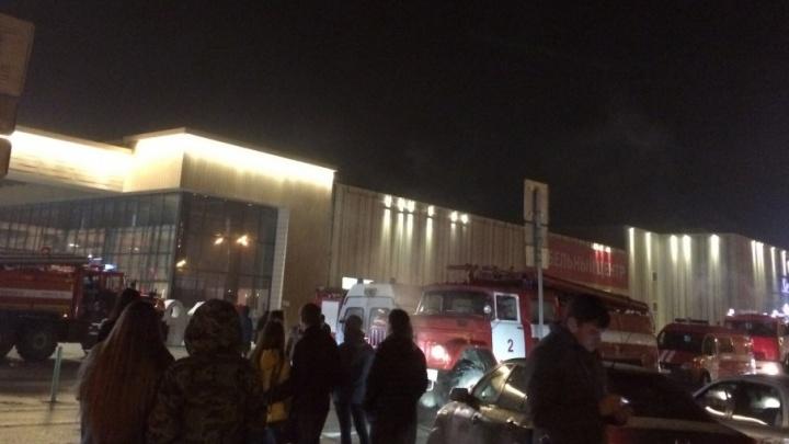 Пожар в ТЦ «Амбар»: горело складское помещение в одной из секций