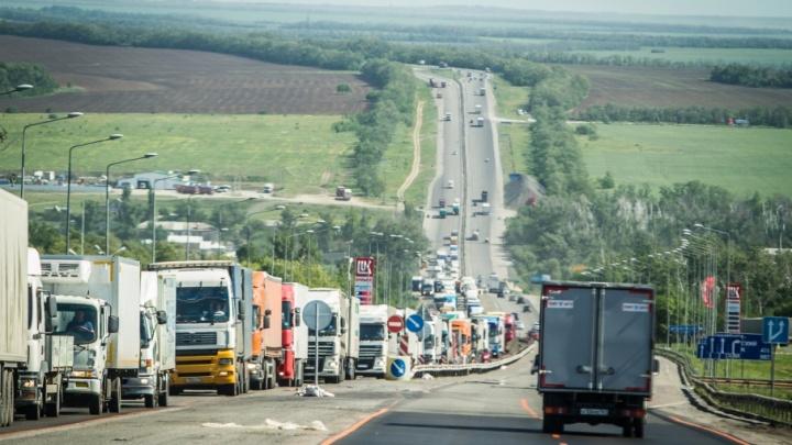 Придется потерпеть: пробки под Каменском-Шахтинским исчезнут только к концу июня