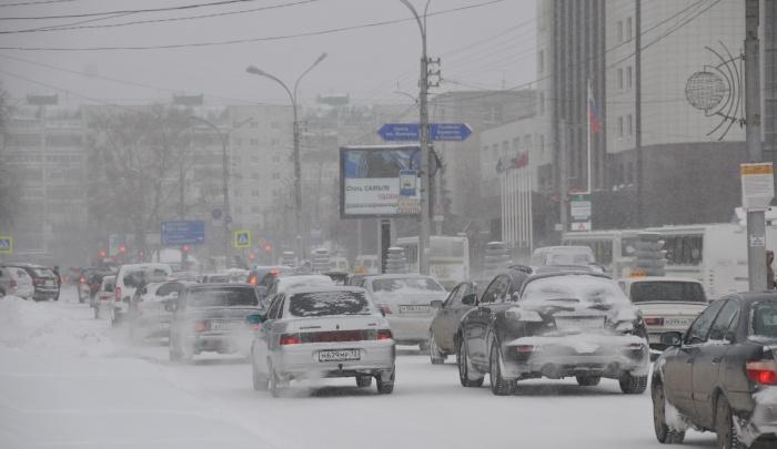 Зима все не уходит: тюменские синоптики вновь объявили о штормовом предупреждении