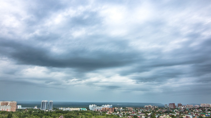 МЧС предупреждает: в Самарской области ожидается сильный ветер, гроза и град