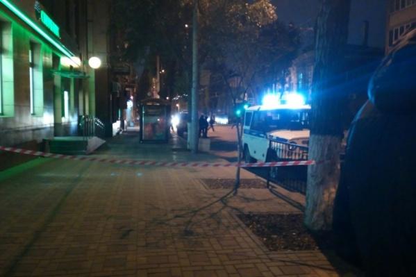 Приехавшие на место сотрудники полиции выставили оцепление