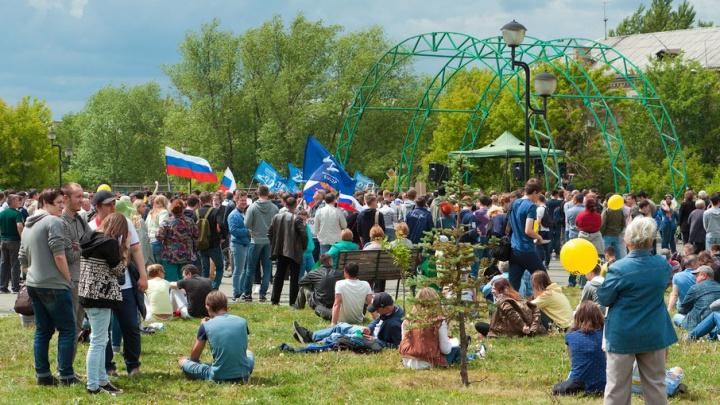 Челябинцы выстроились в километровую очередь на митинг Навального