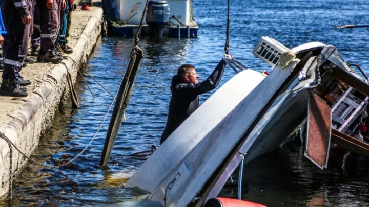 Поисково-спасательная операция на месте гибели катамарана в Волгограде прекращена