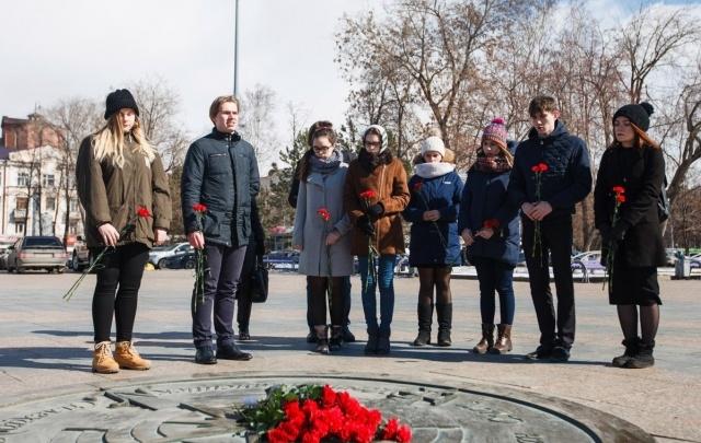 Тюменцы почтили минутой молчания память жертв теракта в метро Санкт-Петербурга