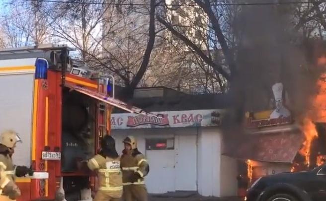В Ростове сгорел блинный ларек