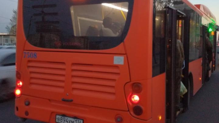 В переполненных автобусах Волгограда перестали закрываться двери