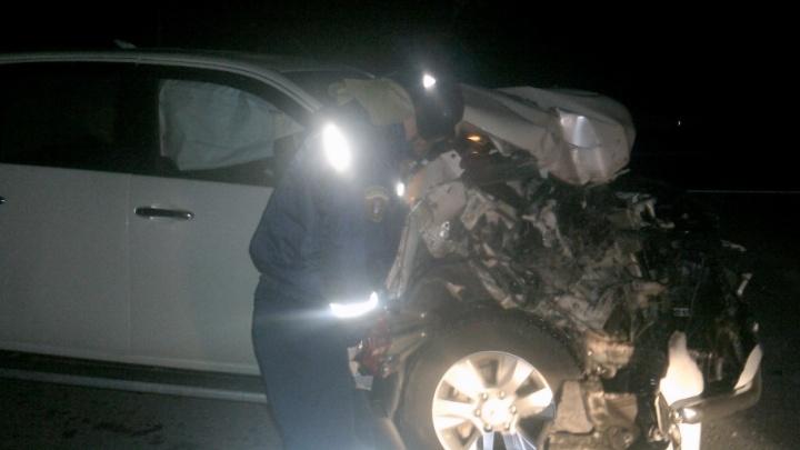 Двое мужчин пострадали в ДТП на донской трассе при столкновении иномарки с ограждением