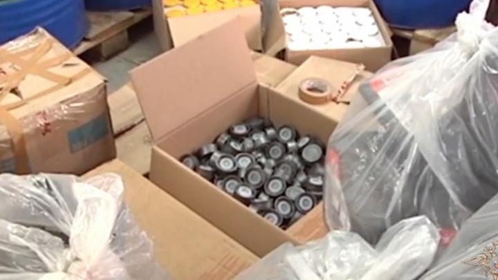 В Самарской области нашли более 10 тысяч канистр с поддельным моторным маслом