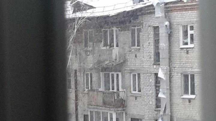 Обрушение балконов и крыши на 50 лет ВЛКСМ: хроника событий и первые версии случившегося