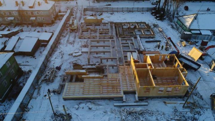 Монтаж стен и установка плит цоколя: в Турдеевске ускорили темпы строительства детсада