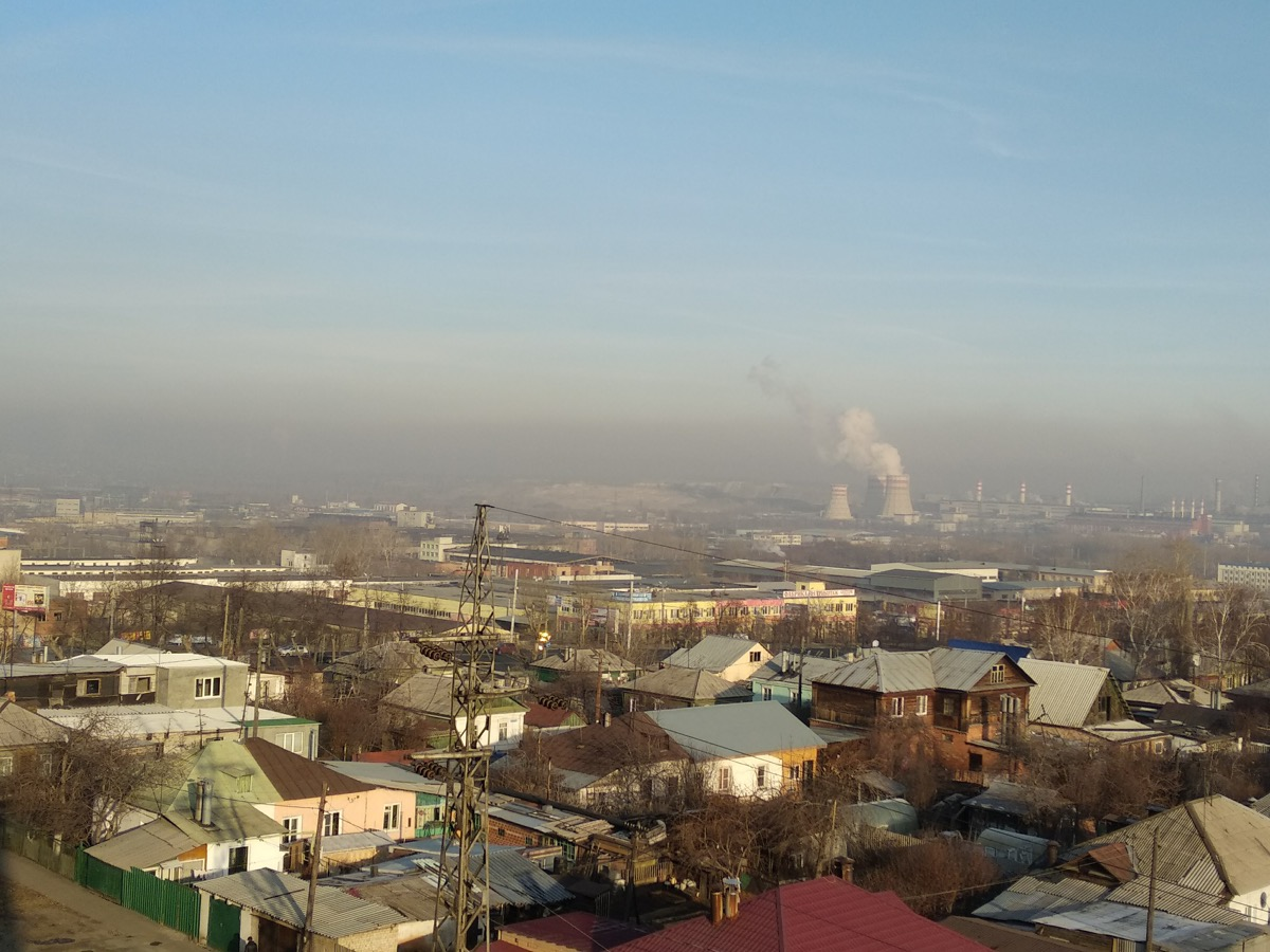 Небо над Металлургическим районом сегодня затянуто серым дымом