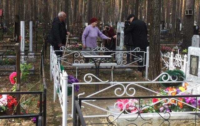 На тюменских кладбищах выдают бесплатные пакеты для мусора