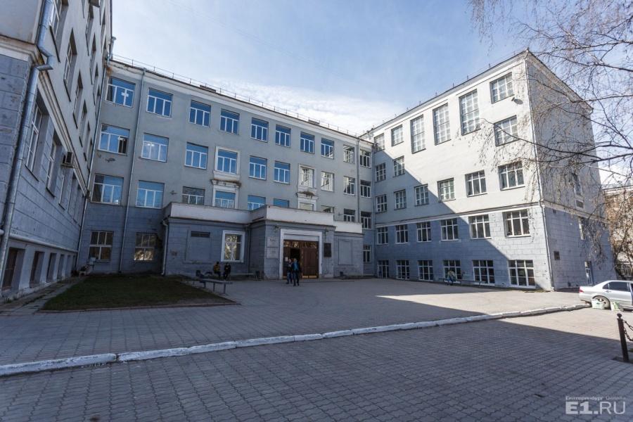 Корпус также сделан в стиле конструктивизма. Это крупнейшее учебное здание довоенного Советского Союза.