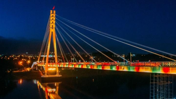 На опорах моста Влюблённых появится рисунок стоимостью 100 тысяч  рублей