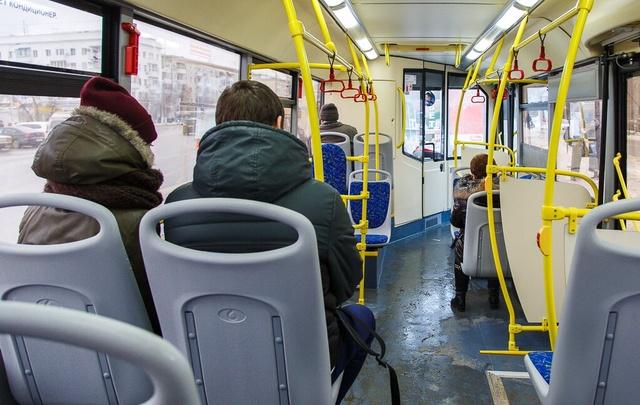 Переполненный пассажирами автобус загорелся в Волгограде