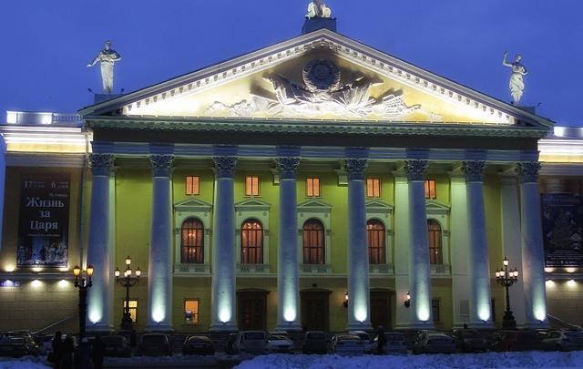 Челябинскому театру оперы и балета подарят новые костюмы, спектакли и гастроли