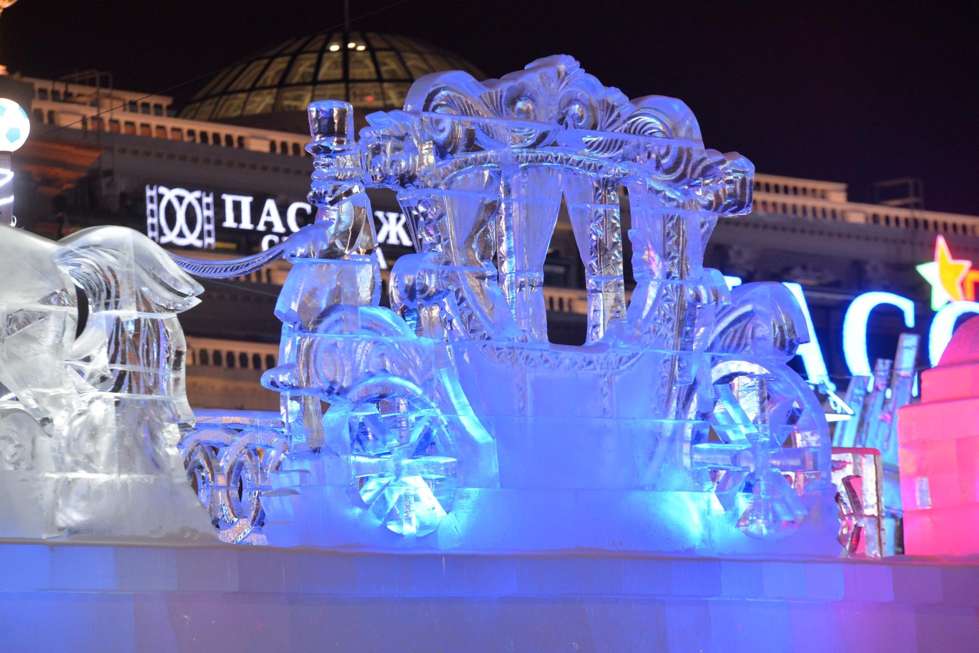 Красивые ледовые скульптуры украсили центр Екатеринбурга