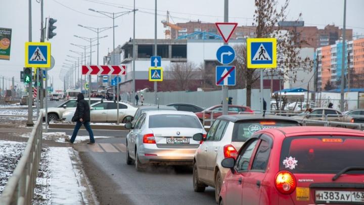 «Работает эвакуатор»: в Самаре запретили остановку на дублерах Московского шоссе и Ново-Садовой