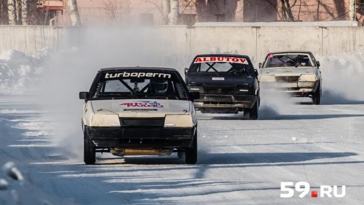 Зрелищные автогонки на льду: в Перми прошел очередной этап «Трек 400»