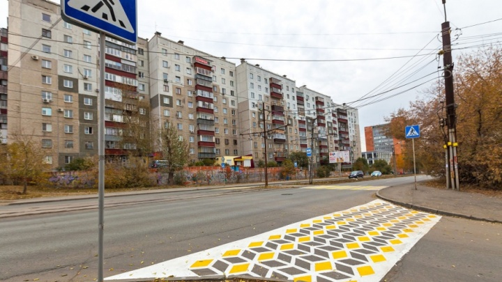 Чёрной краской по искусству: необычную разметку в центре Челябинска сотрут с дороги