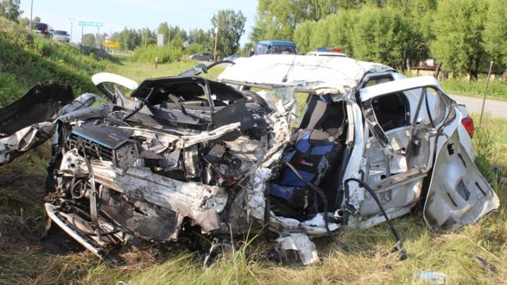 Семья из пяти человек разбилась в ДТП с грузовиками на трассе под Челябинском