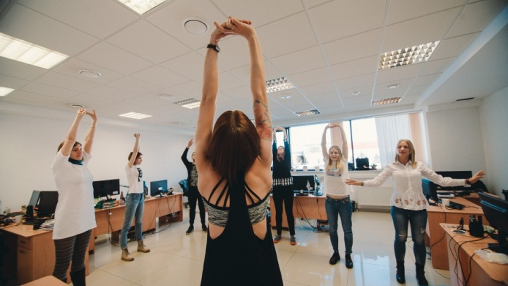 Ежедневники вместо гантелей: фитоняшка показывает на 72.ru, как похудеть офисному планктону