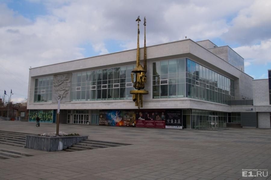 Новое здание театра было открыто 7 ноября 1977 года. Для ТЮЗа оно стало третьим театральным домом