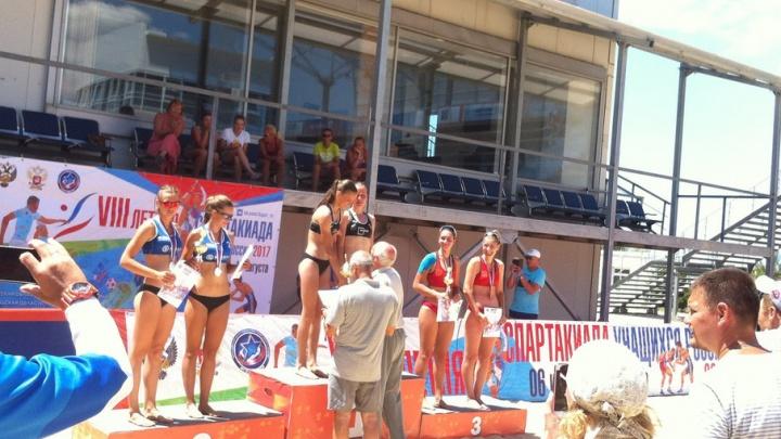 Спортсменки из Архангельска взяли золото в пляжном волейболе на летней спартакиаде учащихся России