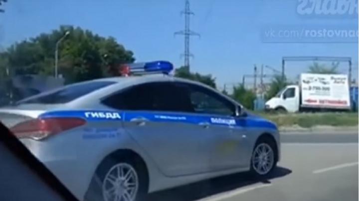 Ростовчане сняли на видео нарушающего ПДД сотрудника дорожной полиции