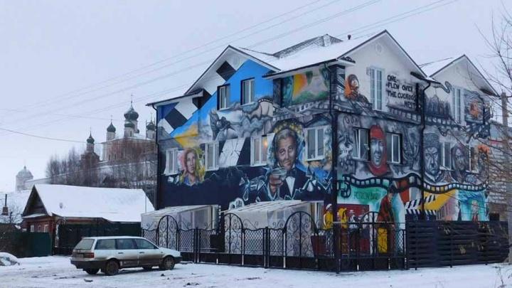 Жителям Ярославской области нравится необычная гостиница актёра Александра Петрова