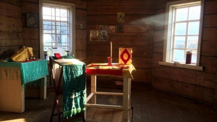 Первая литургия прошла в возрожденном храме пинежской деревни Земцово