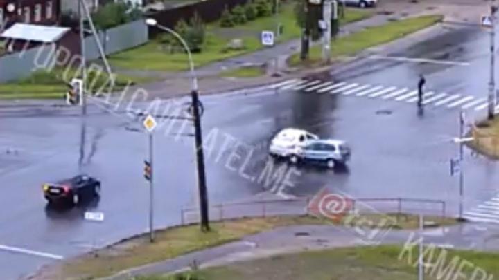 В Рыбинске пешехода сбило отлетевшей в аварии машиной