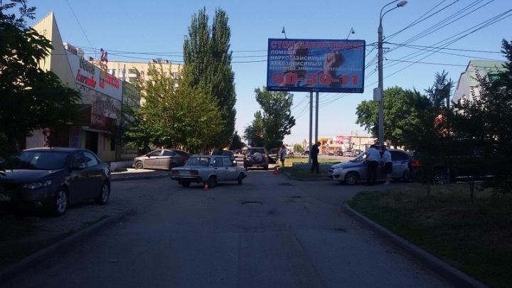 В центре Волгограда пятилетний ребенок получил травму головы в аварии