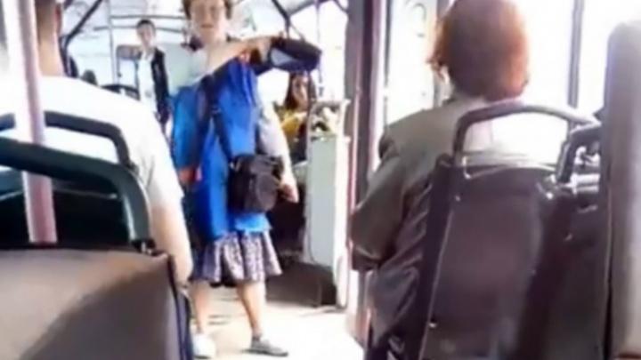 В Ярославле кондуктор отняла кепку у мужчины, пытавшегося проехать зайцем