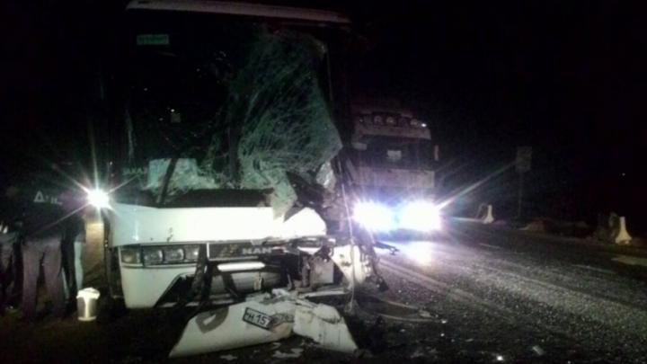 Появились новые фото с места аварии, в которой пострадали 16 детей из Екатеринбурга