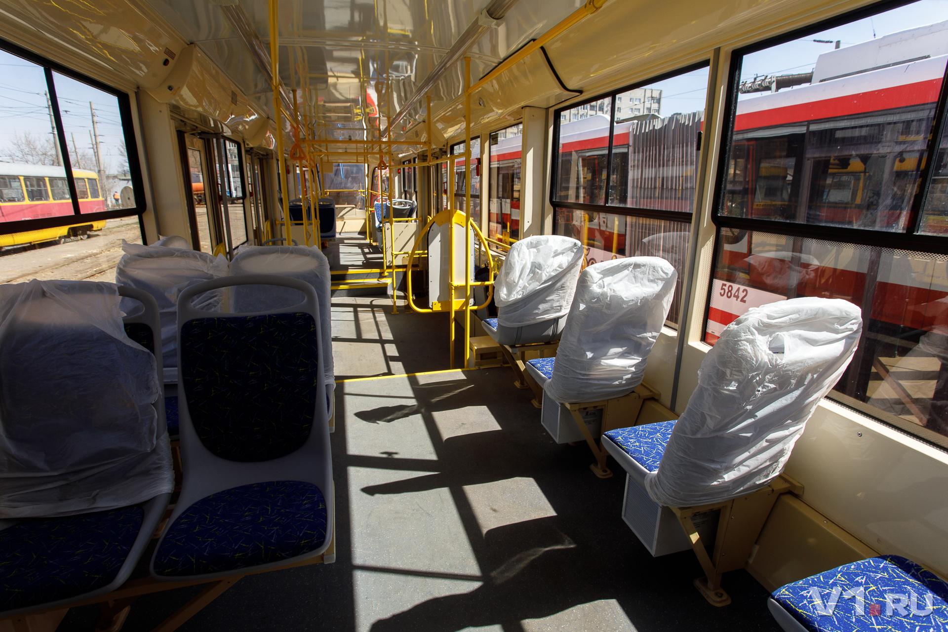 Новые вагоны ждут пассажиров