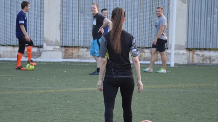 Волгоградки с помощью футбола борются со стеснительностью  и советуют игрокам российской сборной больше тренироваться